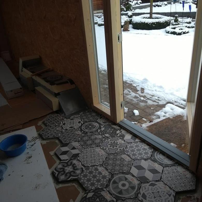 Draußen Schnee, drinnen Fliesen